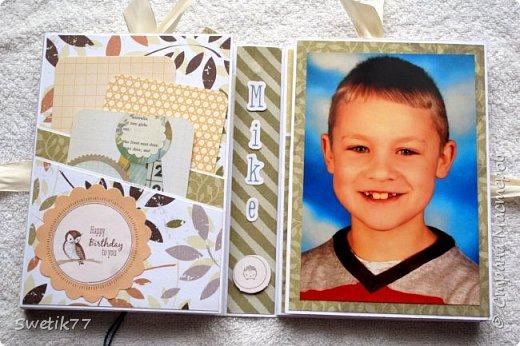 Ну вот моя очередная фотопапочка готова, это подарок племянику на день рождение. Сама папка размером 17см -12см, вмещается 20 фотографий 10см-15см и 8 фотографий 10см-10см. фото 3