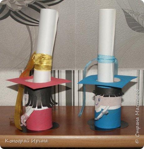 Вот такие забавные подставочки-сувениры можно сделать из картонных трубочек. фото 5
