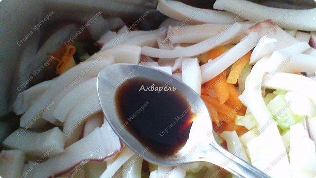 Многие из хозяек любят готовить в горшочках. И я не исключение. Мне напоминает, как в печке. Правда, едала такие, приготовленные в печке блюда, только в гостях, вкус незабываемый. И еще привлекает простота приготовления. Не разу, не получилось не вкусно! Как раз для молодых хозяек! Овощи беру любые. Только капусту обыкновенную не очень люблю, но готовлю и ее. С цветной оочень вкусно получается. Крупы использую часто, грибы. А иногда и все смешиваю. Сегодня готовила три горшочка - морковь, лук, сельдерей, картофель совсем чуток и один горшочек - картофель, лук ,сельдерей, морковь чуть, чуть. Такой расклад, потому как, кто то у нас, не ест морковь. фото 7