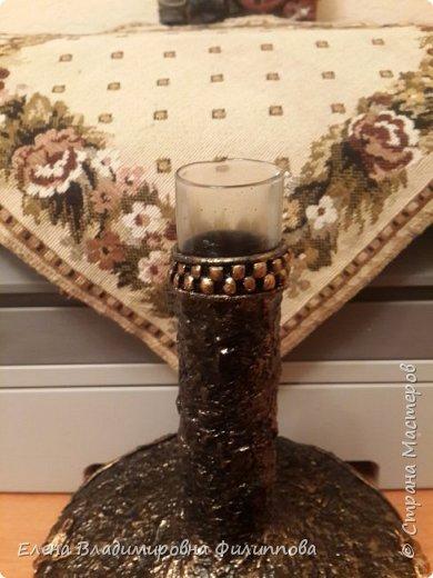 Добрый вечер! Наконец то доделала новую вазочку. Основа стеклянная колба, картонные лекала, туалетная бумага и гипсовая штукатурка как покрытие. Получилась она слишком темная. Сделать еще слой бронзы? Ящериц не будет видно. Подскажите люди добрые!!!!! фото 12