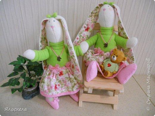 """Доброго всем вечера! Весной меня как-то тянет на """"зайцев"""". Вот и в этот раз решила показать свои творения.Эта парочка подарочных зайцев сшита из флиса. Одежда-флис, хлопок.  Обувь-фетр. фото 1"""