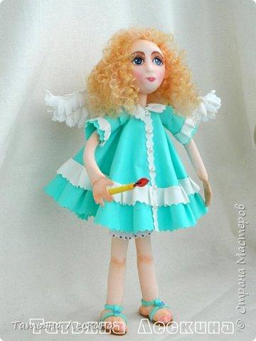 Всем, заглянувшим ко мне на страничку- доброго времени суток! Появилась у меня недавно такая нежная куколка- Ангелочек. У неё, как у всякого Ангелочка, есть крылья, в ручках- свеча.  фото 1