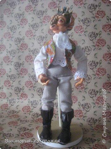 Всем привет! Совсем засели у меня в голове драконы, никак не выходят. Ну и ладно! Мне то легче, не надо придумывать новый образ для куклы, он уже запечатлелся в памяти и только надо взять необходимые материалы и впустить в наш мир очередную куклу.Прошу знакомится-Дракон Юдант. фото 6