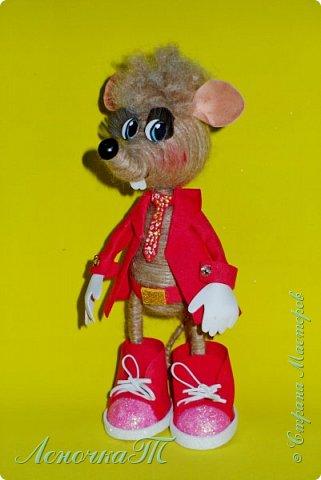 Доброе время суток,друзья! Знакомтесь! Мой маленький крысик по  имени КРЫСтофер! Прошу любить  и жаловать! Родился он благодаря МК ЖенечкиР, а значит ближайший родственник её подопечного. КРЫСтофер мужчина интеллигентный, яркий и  с хорошем чувством юмора! Предназначен для  поднятия отличного настроения хозяйке и её друзьям! фото 1