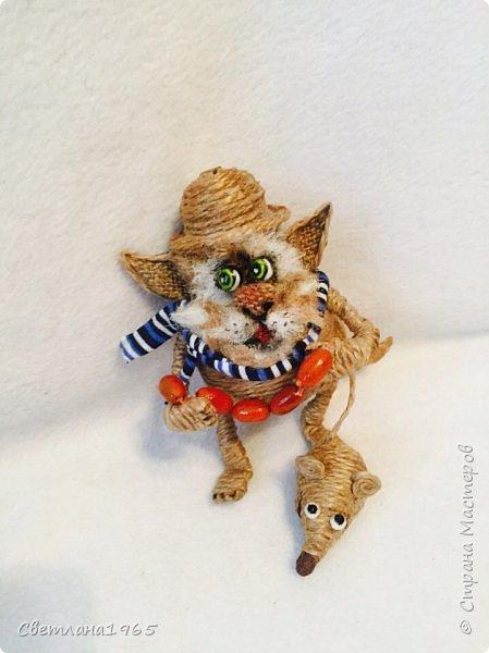 Приветствую !Кот  сделан на лампочке,цоколь лампы послужил шляпой,крыска -пробка от шипучих напитков,обрезала ,придав форму Поросль на мордяхе-бел.мех+шпагат фото 1