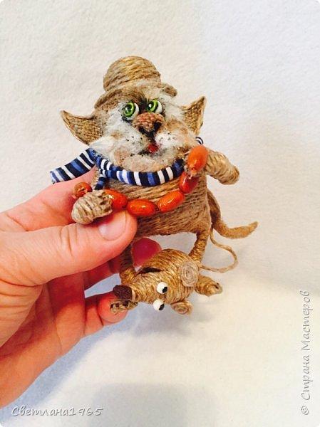 Приветствую !Кот  сделан на лампочке,цоколь лампы послужил шляпой,крыска -пробка от шипучих напитков,обрезала ,придав форму Поросль на мордяхе-бел.мех+шпагат фото 3