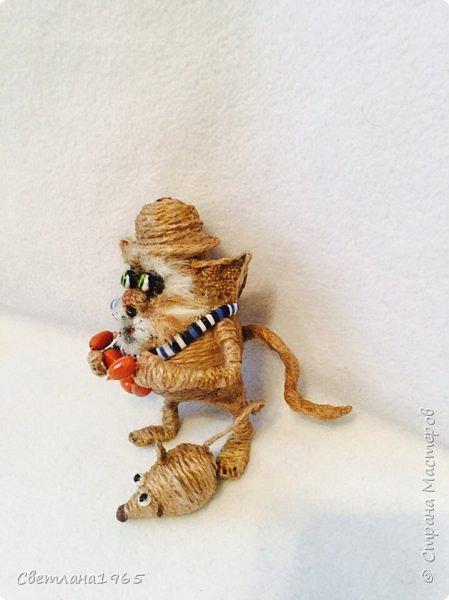 Приветствую !Кот  сделан на лампочке,цоколь лампы послужил шляпой,крыска -пробка от шипучих напитков,обрезала ,придав форму Поросль на мордяхе-бел.мех+шпагат фото 5