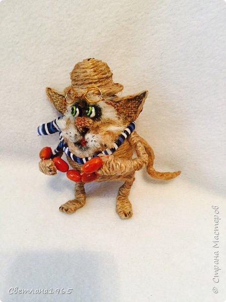 Приветствую !Кот  сделан на лампочке,цоколь лампы послужил шляпой,крыска -пробка от шипучих напитков,обрезала ,придав форму Поросль на мордяхе-бел.мех+шпагат фото 6