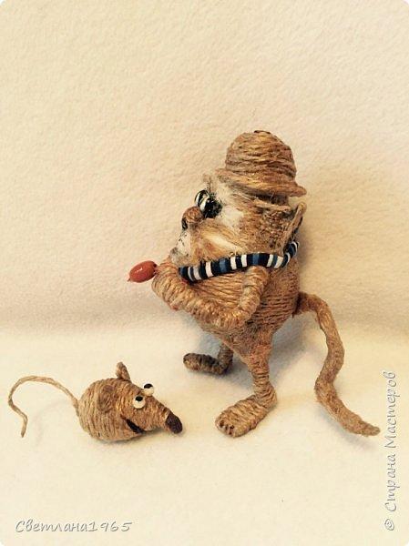 Приветствую !Кот  сделан на лампочке,цоколь лампы послужил шляпой,крыска -пробка от шипучих напитков,обрезала ,придав форму Поросль на мордяхе-бел.мех+шпагат фото 4