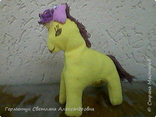 """Работа Карины -""""Лошадка Маруся"""" .Девочка   сшила  игрушку , когда училась во 2  классе. Лошадка до сих пор дорога  Карине( теперь она учится в 4 -м.)  Молодчина ,Карина!!!  Твоя  игрушка   получилась симпатичной  и     доброй !!! фото 3"""