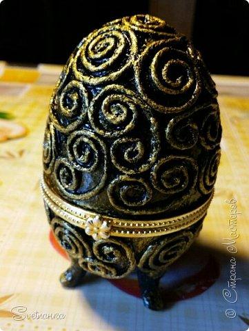 Впервые попробовала технику пейп-арт Татьяны Сорокиной http://stranamasterov.ru/user/151613 Декорировала яйца к Пасхе. Это яйцо было куплено в фикспрайсе, оно открывается и превращается в шкатулку)  фото 1