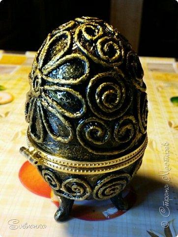 Впервые попробовала технику пейп-арт Татьяны Сорокиной http://stranamasterov.ru/user/151613 Декорировала яйца к Пасхе. Это яйцо было куплено в фикспрайсе, оно открывается и превращается в шкатулку)  фото 3
