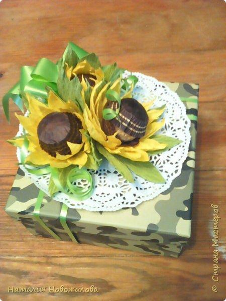 """Вот такие  подарочки на 23февраля и 8 марта у меня получились для моих близких. Погоны для моего любимого майора, шоколадки использовала """"Вдохновение"""", коробочка из Фикс Прайса, внутри всякие мелочи... фото 5"""