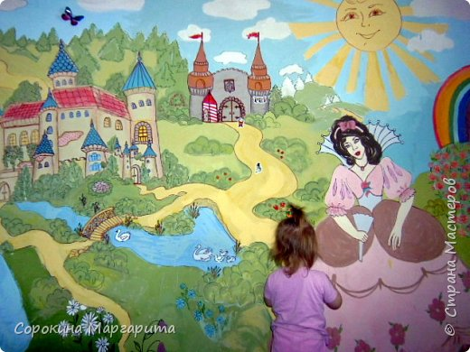 """В детской была просто стена ... Пофантазировала на тему """"Сказочный замок и принцессы"""" ...Закончили рисовать к Новому году, в декабре...а начиналось в сентябре))) фото 2"""