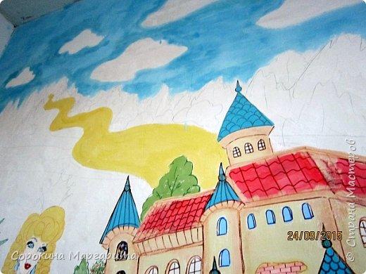 """В детской была просто стена ... Пофантазировала на тему """"Сказочный замок и принцессы"""" ...Закончили рисовать к Новому году, в декабре...а начиналось в сентябре))) фото 12"""