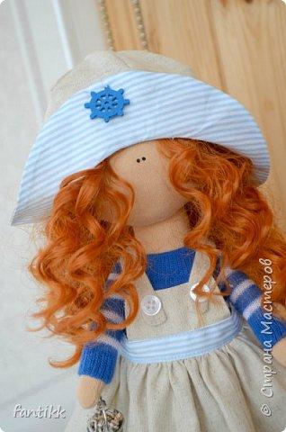 """Девочки, всем привет! У меня новое увлечение. Точнее, очень давно смотрю на интерьерные куколки и вот, меня все-таки, торкнуло)) Сходила на МК по пошиву куклы. (ту, которую сделала на МК будет фото в конце) а это моя первая самостоятельная кукла. Назвала """"Ассоль"""", видимо очень жду лето и море, поэтому и получилась она такой морской, легкой, яркой, и летней)) фото 2"""