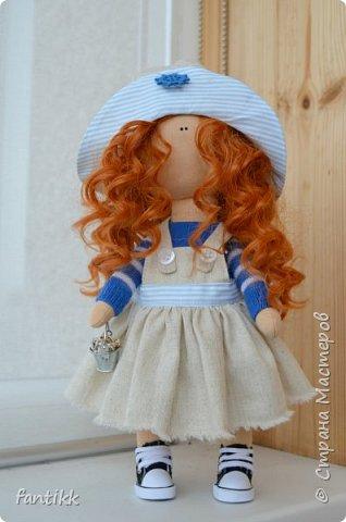"""Девочки, всем привет! У меня новое увлечение. Точнее, очень давно смотрю на интерьерные куколки и вот, меня все-таки, торкнуло)) Сходила на МК по пошиву куклы. (ту, которую сделала на МК будет фото в конце) а это моя первая самостоятельная кукла. Назвала """"Ассоль"""", видимо очень жду лето и море, поэтому и получилась она такой морской, легкой, яркой, и летней)) фото 1"""