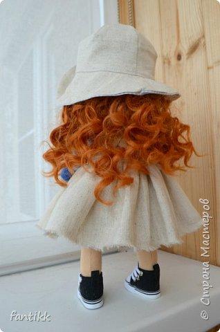 """Девочки, всем привет! У меня новое увлечение. Точнее, очень давно смотрю на интерьерные куколки и вот, меня все-таки, торкнуло)) Сходила на МК по пошиву куклы. (ту, которую сделала на МК будет фото в конце) а это моя первая самостоятельная кукла. Назвала """"Ассоль"""", видимо очень жду лето и море, поэтому и получилась она такой морской, легкой, яркой, и летней)) фото 4"""
