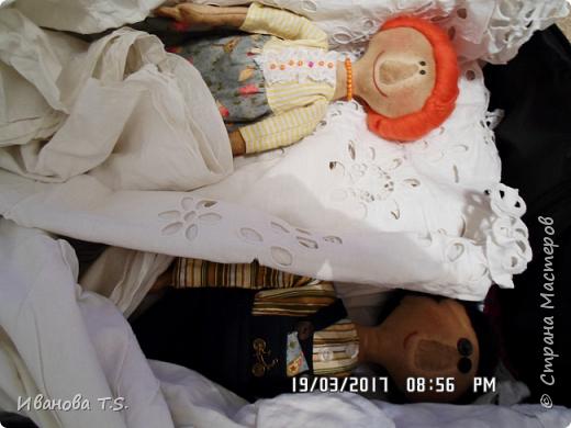 На чердаке, в старом сундуке, позабытые всеми, лежали две куклы... фото 2