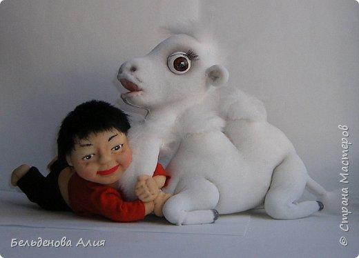 Такую сценку я уже делала в начале, те куклы уже проданы, а сейчас готовлюсь к выставке, и вот , решила сделать ещё, немного по-другому и мельче. Верблюд ростом 15 см, а мальчик тоже 15 см, если поставить. фото 2