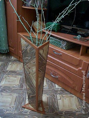 Уважаемые мои гости, ещё одна ваза из остатков ремонта. А именно: из остатков линолеума. Он такой красивый, сам просится, чтобы его превратили во что -нибудь. Я превратила в вазу.  фото 10