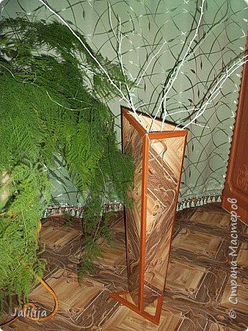 Уважаемые мои гости, ещё одна ваза из остатков ремонта. А именно: из остатков линолеума. Он такой красивый, сам просится, чтобы его превратили во что -нибудь. Я превратила в вазу.  фото 11