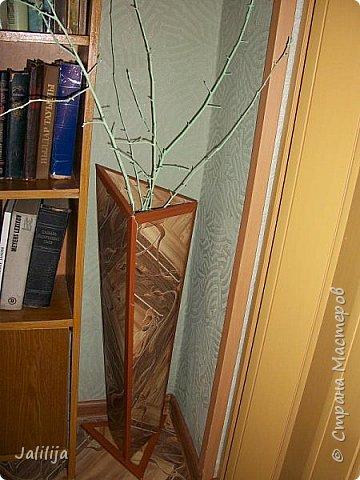 Уважаемые мои гости, ещё одна ваза из остатков ремонта. А именно: из остатков линолеума. Он такой красивый, сам просится, чтобы его превратили во что -нибудь. Я превратила в вазу.  фото 14