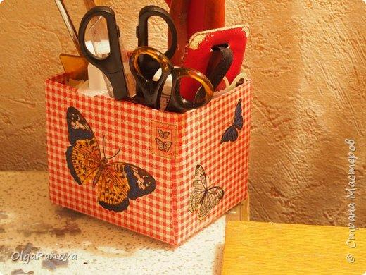 В качестве объектов для наработки опыта в декупаже выбрала простые баночки и коробочки. Простой декупаж по картону, плпстику и металлу. Результат- предметы для подручных материалов и инструментов для рукоделия. фото 1