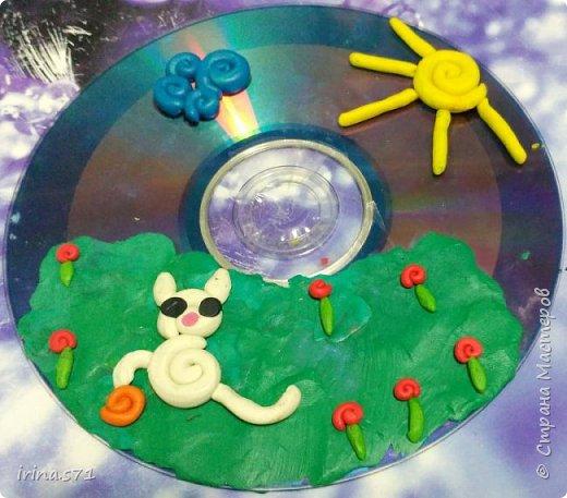 """Работы детей 5-6 лет. Составляли изображения из пластилиновых клубочков. """"Лебединое озеро"""" фото 4"""