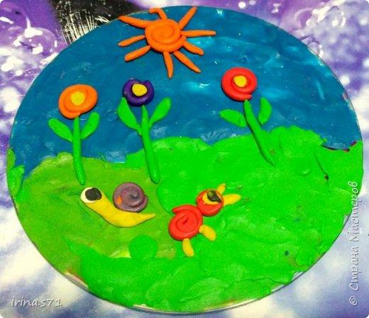 """Работы детей 5-6 лет. Составляли изображения из пластилиновых клубочков. """"Лебединое озеро"""" фото 5"""