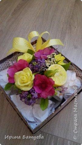 Вот и лимончик пригодился, включила его в эту цветочную композицию. фото 8