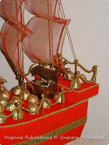 Люблю смотреть на сине море, В тот час, как с края в край на волновом просторе, Гроза грохочет и ревет; А победитель волн, громов и непогод, И смел и горд своею славой, Корабль в даль бурных вод уходит величаво!                                               Николай Языков                                                      «Корабль»      Огромное спасибо за вдохновение Евгении Рагимовой (https://stranamasterov.ru/node/768342) Ее корабли потрясающие! И как тут не загореться.  И паруса Тхоривской Ирины (https://stranamasterov.ru/node/817387) мне очень помогли.  фото 3