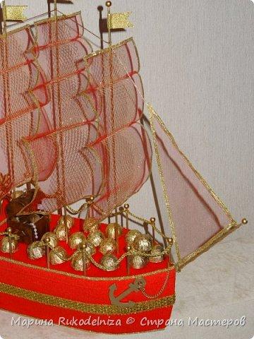 Люблю смотреть на сине море, В тот час, как с края в край на волновом просторе, Гроза грохочет и ревет; А победитель волн, громов и непогод, И смел и горд своею славой, Корабль в даль бурных вод уходит величаво!                                               Николай Языков                                                      «Корабль»      Огромное спасибо за вдохновение Евгении Рагимовой (http://stranamasterov.ru/node/768342) Ее корабли потрясающие! И как тут не загореться.  И паруса Тхоривской Ирины (http://stranamasterov.ru/node/817387) мне очень помогли.  фото 2