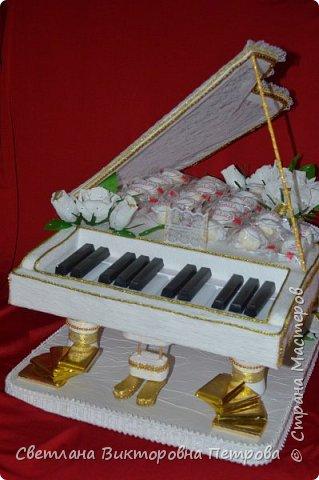 белый конфетный рояль фото 3