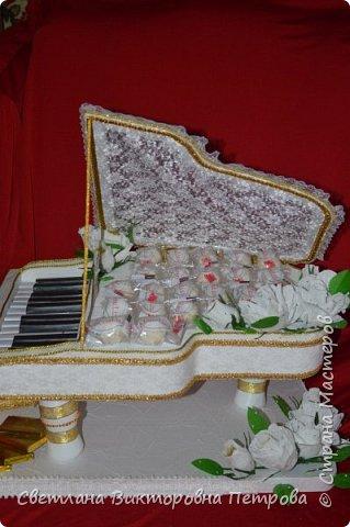 белый конфетный рояль фото 2