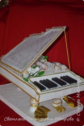 белый конфетный рояль фото 1
