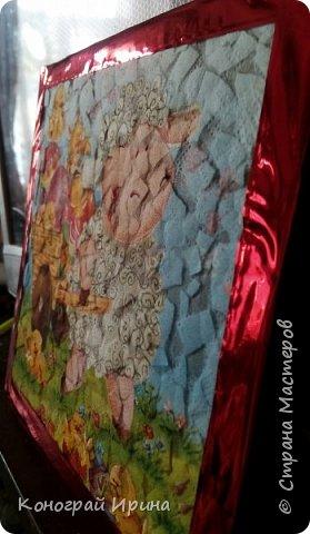 Материалы: плотный картон (у нас был 1 мм); яичная скорлупа (~4 шт, от вареных яиц); клей ПВА; кисточка; ножницы; губка; салфетка с рисунком; декоративный скотч (может не понадобится). фото 8