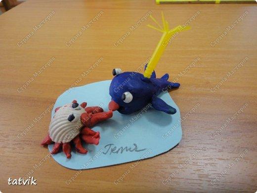 Лепили китёнка и придумали слепить ему друга,  используя ракушки. Кто кого придумал)))) Придумались черепашки, крабики и  рыбки. Работы шестилеток. фото 2