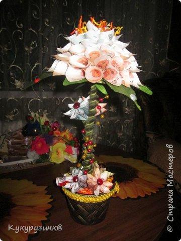 Денежный цветок на юбилей, по-моему, неплохой подарок, а если еще добавить необычное стихотворение.... Вообщем, получился такой цветочек. Как сделать из купюр цветочек, много МК и на сайте,  и в интернете. Спасибо тем, кто придумал. Ну, а дальше - полет фантазии и смекалки) фото 6