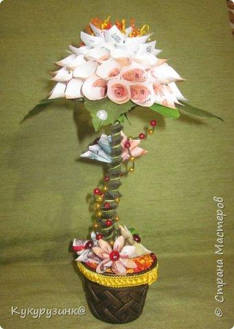 Денежный цветок на юбилей, по-моему, неплохой подарок, а если еще добавить необычное стихотворение.... Вообщем, получился такой цветочек. Как сделать из купюр цветочек, много МК и на сайте,  и в интернете. Спасибо тем, кто придумал. Ну, а дальше - полет фантазии и смекалки) фото 1
