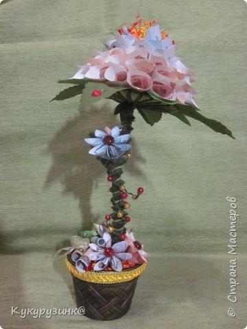 Денежный цветок на юбилей, по-моему, неплохой подарок, а если еще добавить необычное стихотворение.... Вообщем, получился такой цветочек. Как сделать из купюр цветочек, много МК и на сайте,  и в интернете. Спасибо тем, кто придумал. Ну, а дальше - полет фантазии и смекалки) фото 5