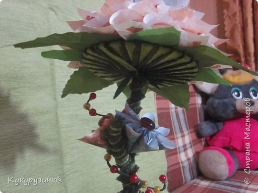 Денежный цветок на юбилей, по-моему, неплохой подарок, а если еще добавить необычное стихотворение.... Вообщем, получился такой цветочек. Как сделать из купюр цветочек, много МК и на сайте,  и в интернете. Спасибо тем, кто придумал. Ну, а дальше - полет фантазии и смекалки) фото 3