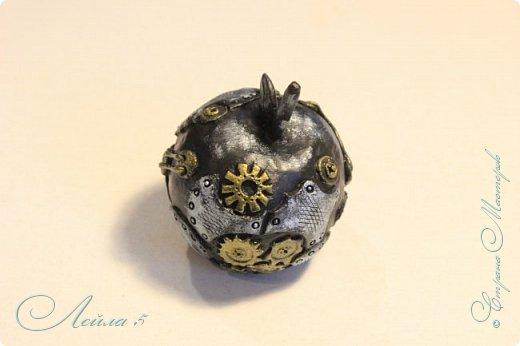 Яблочко в стиле стимпанк,материалы папье маше и полимерная глина. фото 1