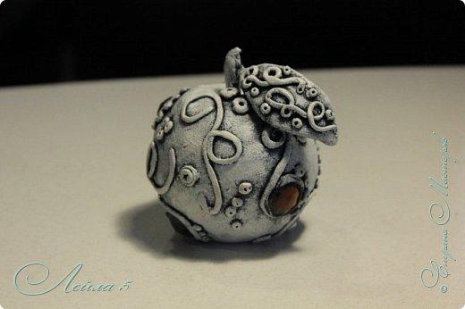 Яблочко в стиле стимпанк,материалы папье маше и полимерная глина. фото 2