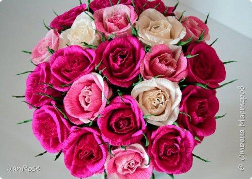 """Привет всем жителям и гостям Страны! Заказали у меня два букета, один большой на Юбилей для женщины 75 лет, второй для ее дочки, у которой тоже было День Рождение. Вот что у меня получилось)) в розах конфеты """"марсианка-микс"""", отдельно вставлены """"осенний вальс"""" фото 9"""
