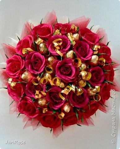 """Привет всем жителям и гостям Страны! Заказали у меня два букета, один большой на Юбилей для женщины 75 лет, второй для ее дочки, у которой тоже было День Рождение. Вот что у меня получилось)) в розах конфеты """"марсианка-микс"""", отдельно вставлены """"осенний вальс"""" фото 5"""
