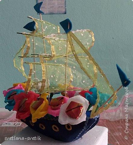 """Меня попросили срочно сделать корабль """"Подарок Умке"""" для конкурса """"Арктическое путешествие"""" между начальными классами школ поселка. Я такую работу еще не выполняла. Срочно и в первый раз!!! Бойся, не бойся, а если обещала помочь, то надо!!! Ну и.... вот такой кораблик у меня получился. фото 2"""