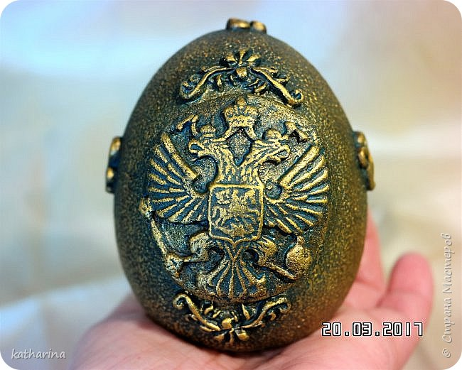 Здравствуй страна . Давно хотела сделать яйцо с российским орлом . Делала самодельные молды , пробовала , красила  , в итоге моих поисков и проб родилось вот такое яичко . фото 1