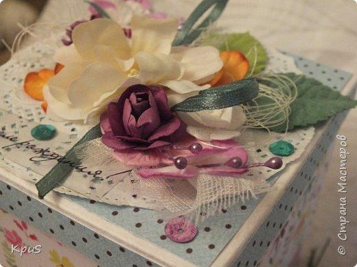 Добрый день жители СМ. Спешу показать Вам новую работу, законченную только что. Коробочка сделана в подарок девочке на день рождения. Поскольку, девочка-подросток решила совместить в этой работе несколько идей: поздравление, денежный подарок и сюрприз. фото 4