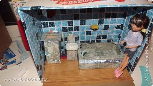Всем снова привет. Мы с дочкой доделали ванную комнату и решили её показать.Внешней отделкой домика я ещё не занималась,главное было сделать то,что внутри. фото 1